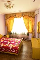 2-х комнатную в центре Актау на длительный срок,  подъездный дом